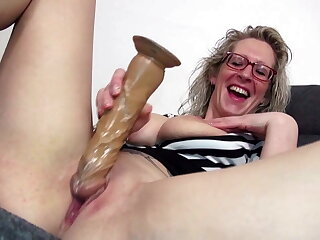 Spectacled mature mom with big tits and ass