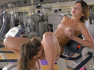 Fit women share their morning lust at the gym