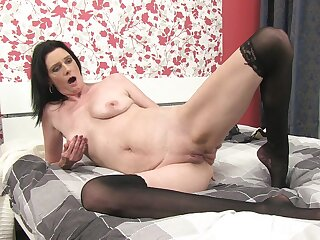 Homemade peel be useful to shaved pussy Laura Blackguardly having fun while home alone