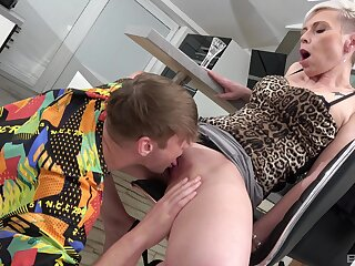 Mature feels unqualified inches be beneficial to step son's cock ramming her hard