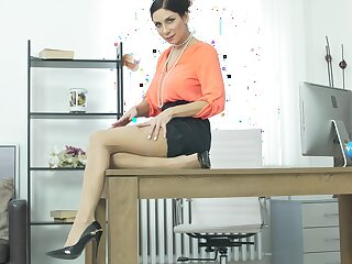 MILF Rachel Evans plays involving her around fake tits in make an issue of office