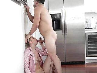 Sex-crazed retrench attacks his beautiful wife coupled with gets a blowjob